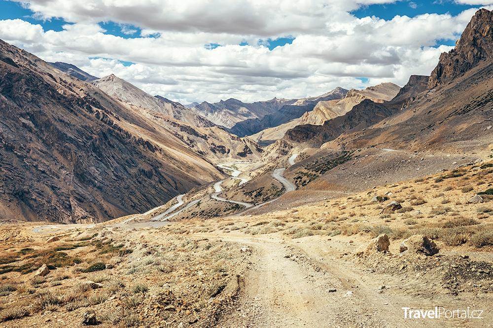 filmy o cestování se mnohdy odehrávají v pohoří Himaláj