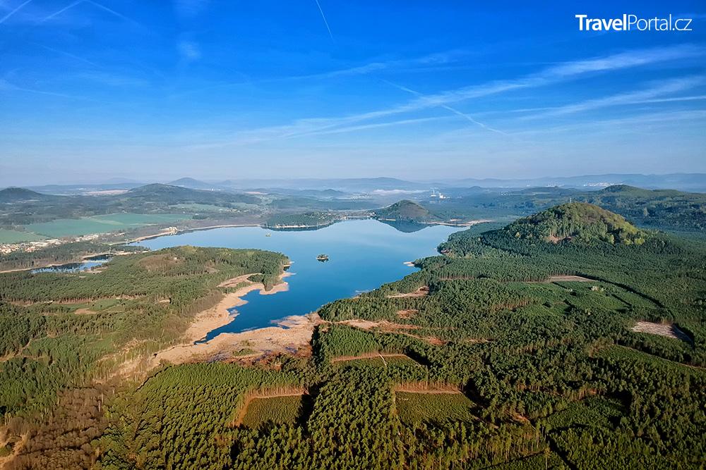 letecký pohled na Máchovo jezero