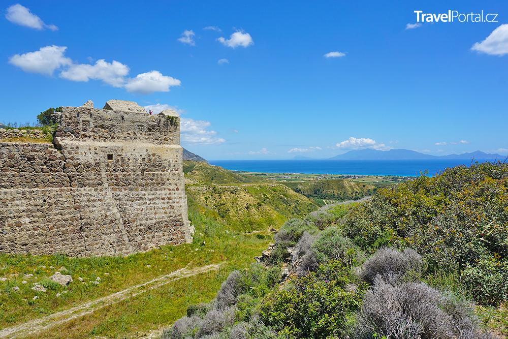 pěší stezka z letoviska Kardamena k hradu u vesnice Antimachia