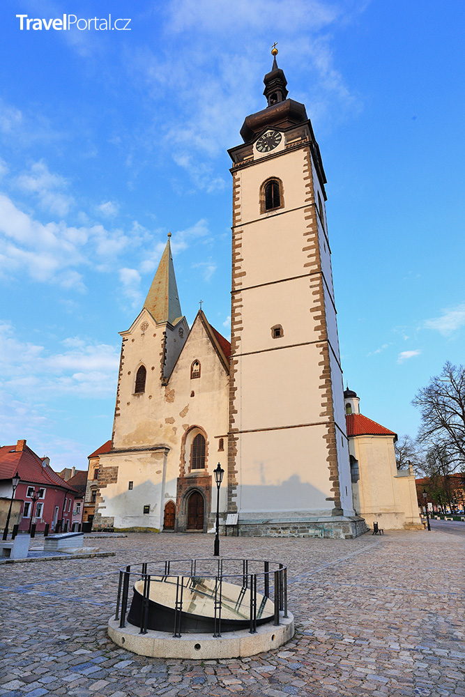 děkanský kostel Narození Panny Marie ve městě Písek