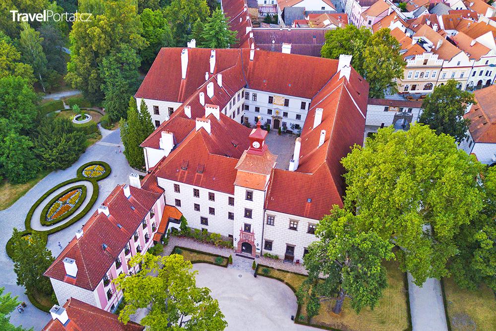 letecký pohled na zámek Třeboň