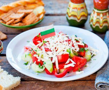 šopský salát a bulharská vlajka