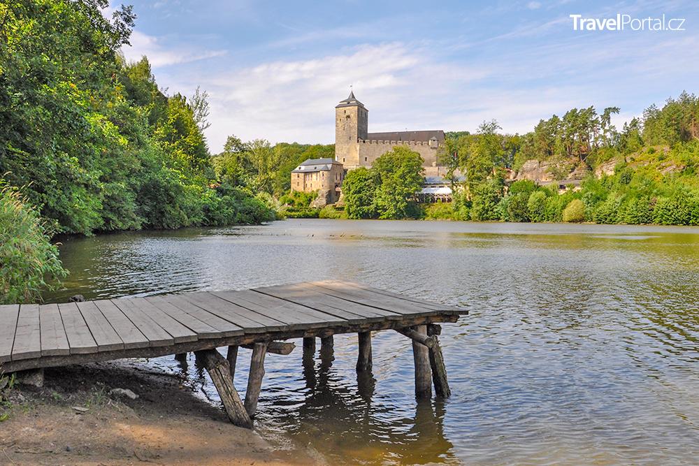 Bílý rybník u hradu Kost