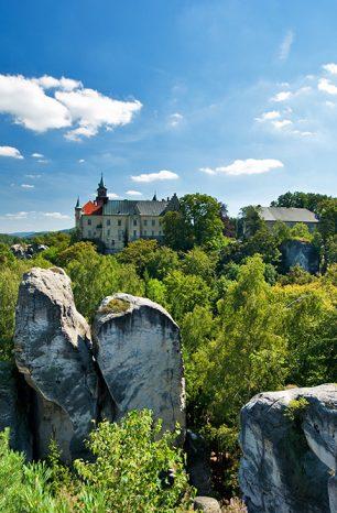 Hrubá Skála: Obec v Českém ráji vábí na stylové ubytování na zámku