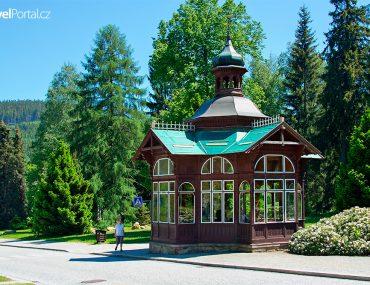 Pitný pavilon je symbolem obce Karlova Studánka
