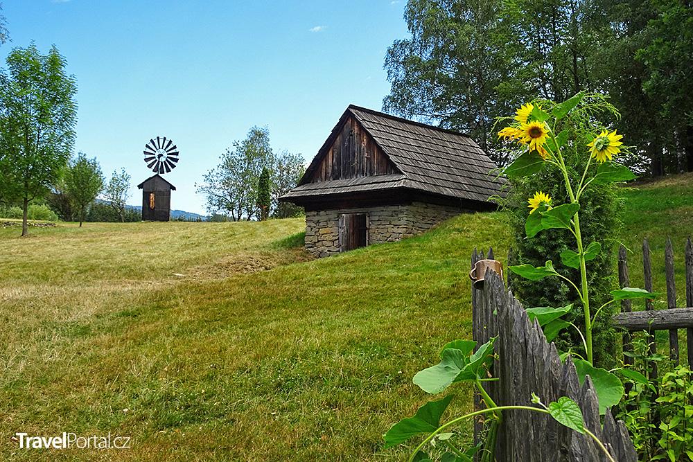 Valašské muzeum v přírodě je ozdobou města Rožnov pod Radhoštěm