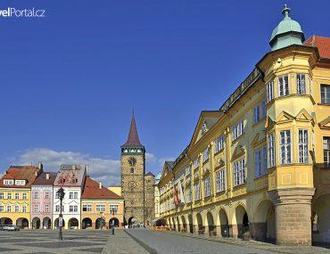 Valdická brána a zámek ve městě Jičín