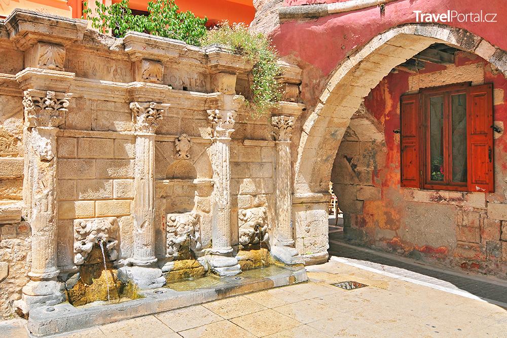 fontána Rimondi ve městě Rethymno
