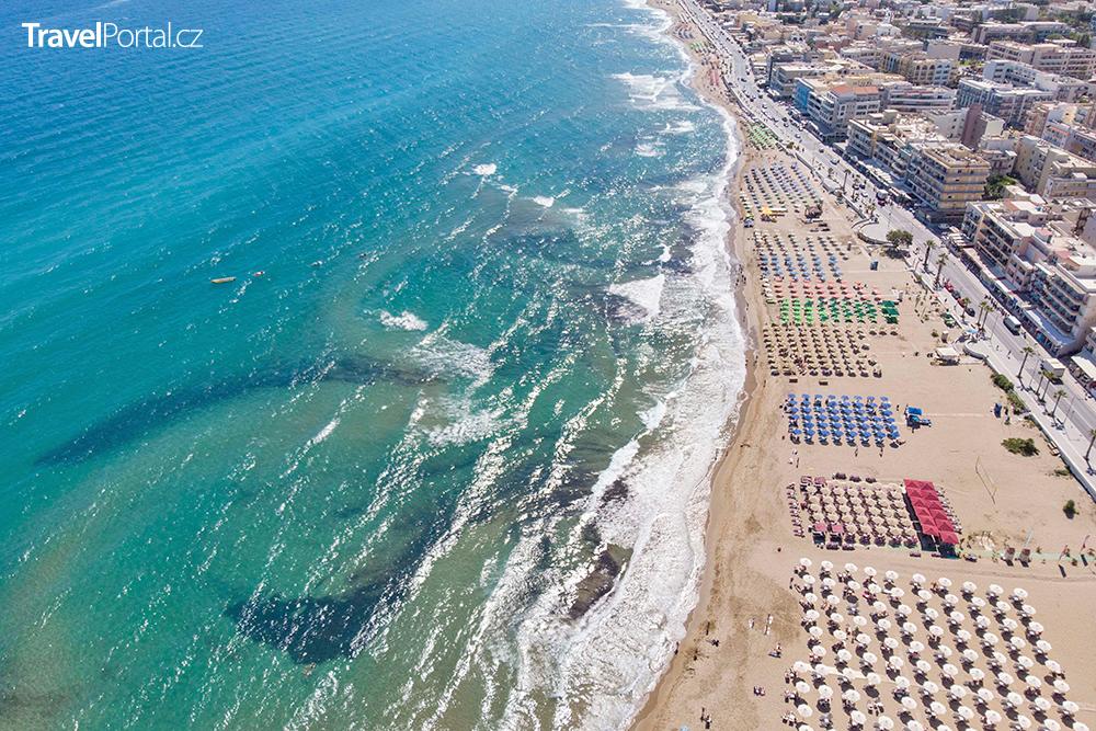 městská pláž v Rethymnu