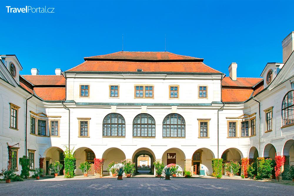 nádvoří zámku Rychnov nad Kněžnou