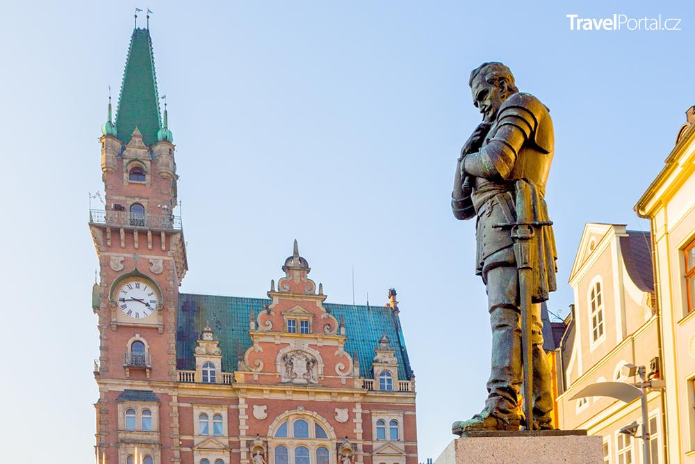 novorenesanční radnice a památník Albrechta Václava Eusebiuse z Valdštejna ve městě Frýdlant