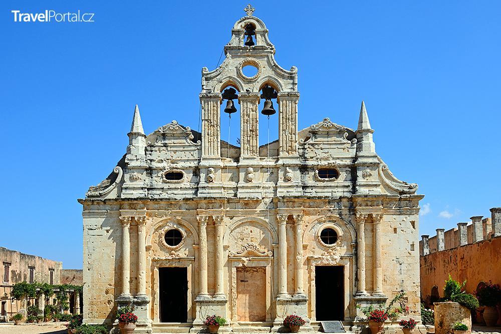 dvoulodní kostel katholikon je dominantou kláštera Arkadi