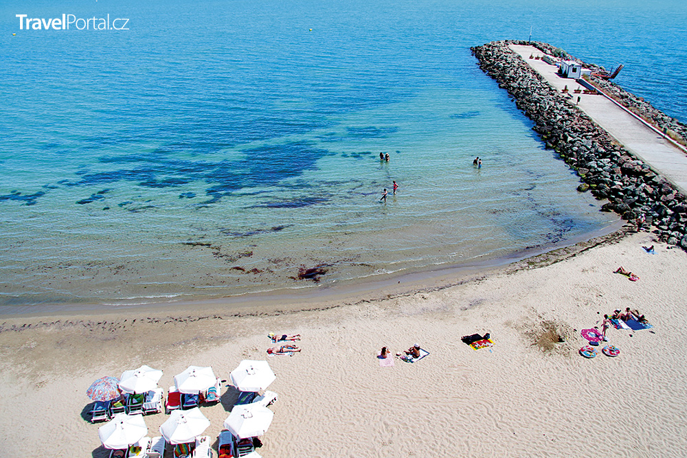 pláž u hotelu Bijou v letovisku Ravda