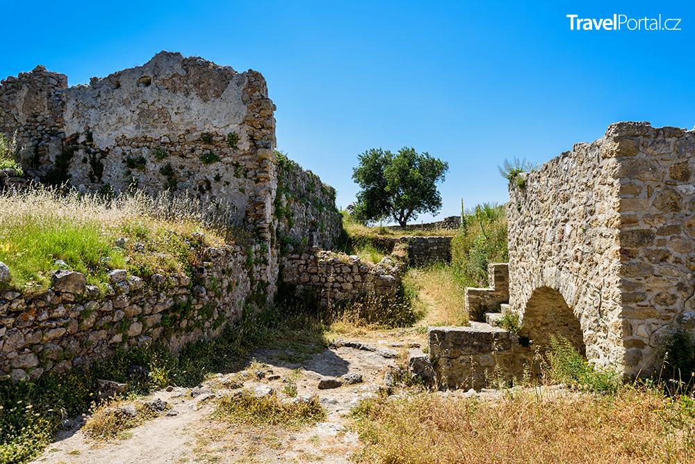 ruiny hradu Angelokastro