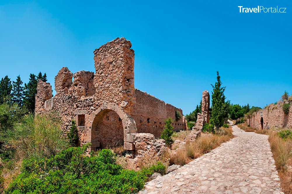 ruiny hradu Asos na poloostrově Frourio