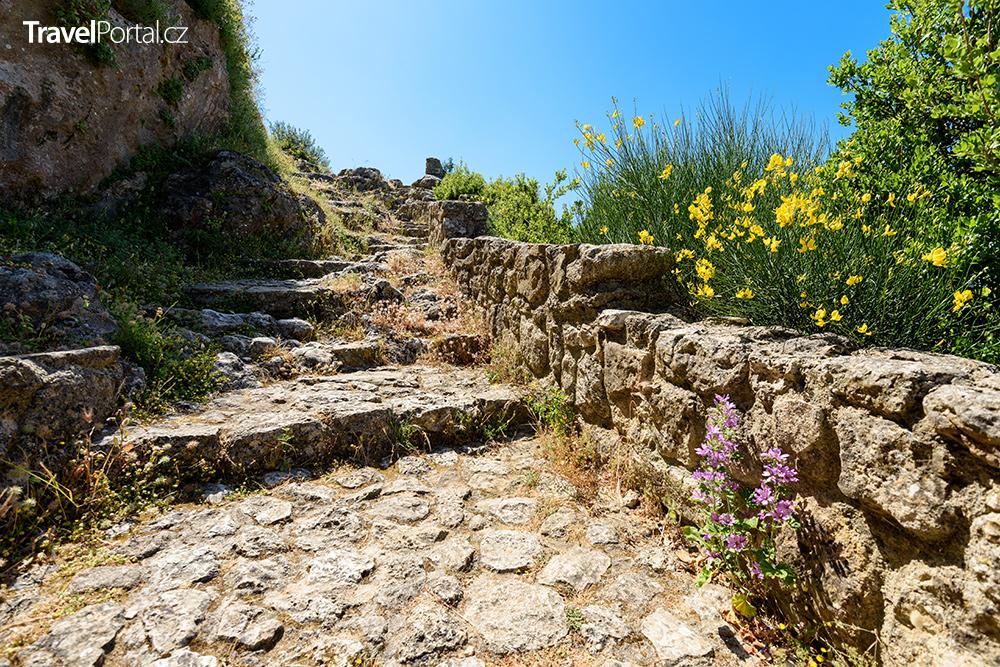 stezka na vrchol bývalé pevnosti