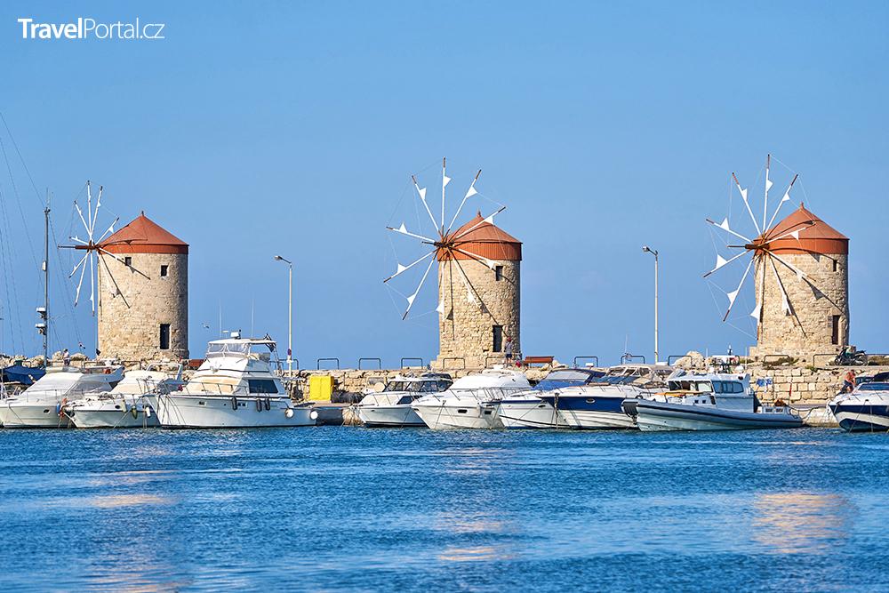 větrné mlýny v přístavu Mandraki