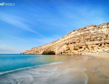 pláž Matala a skála s jeskyněmi