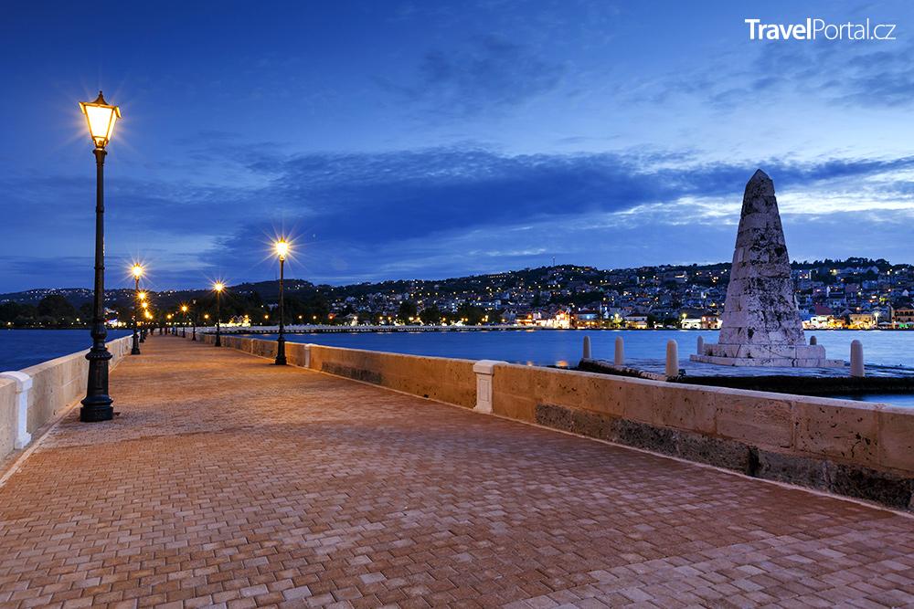 Bossetův most a obelisk v Argostoli