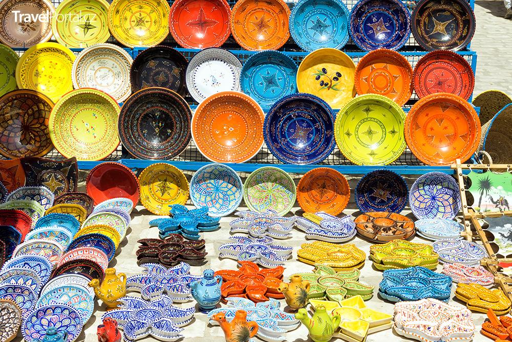 dekorativní nádobí na ostrově Djerba