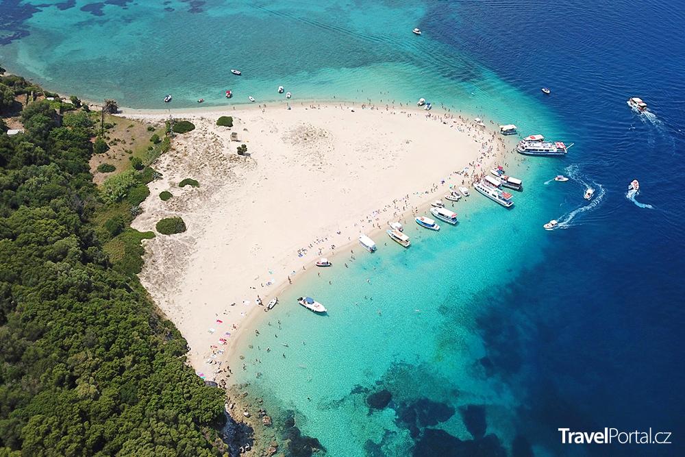 hlavní pláž na ostrově Marathonisi