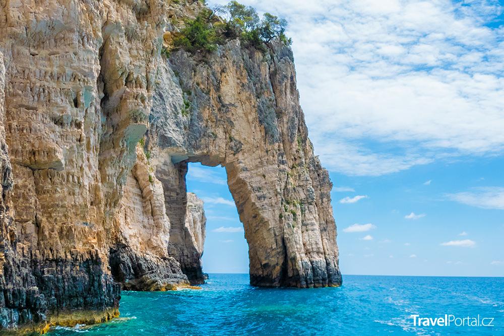 jeskyně na Marathonisi