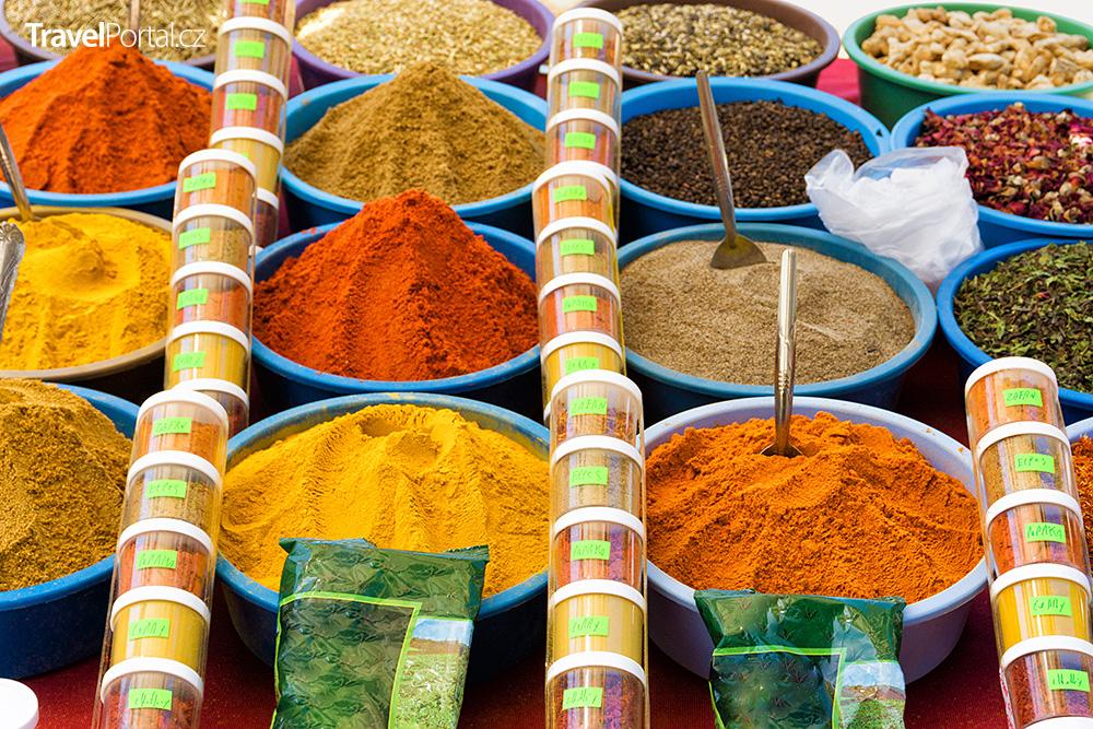 koření na trhu ve městě Houmt Souk