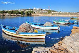 přístav a maják ve městě Mahdia