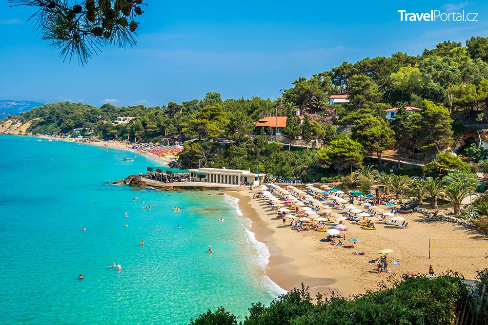 pláže Platis Gialos a Makris Gialos