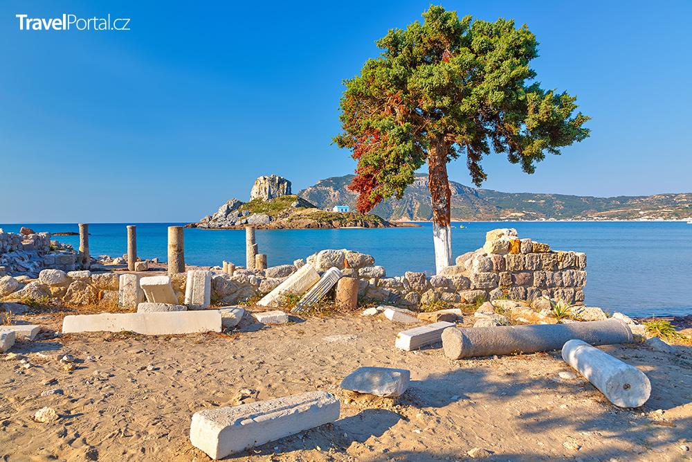 ruiny baziliky Agios Stefanos