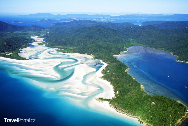 Whitehaven Beach v Austrálii