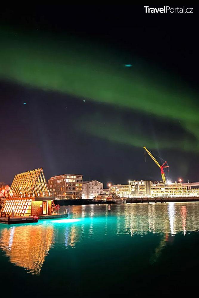 polární záře nad městem Tromsø