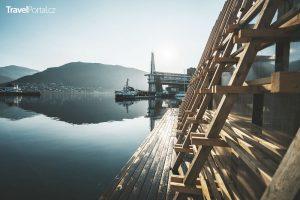 z terasy můžete skočit do Norského moře