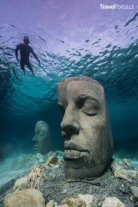 podvodní galerie u Cannes představuje šest obřích bust