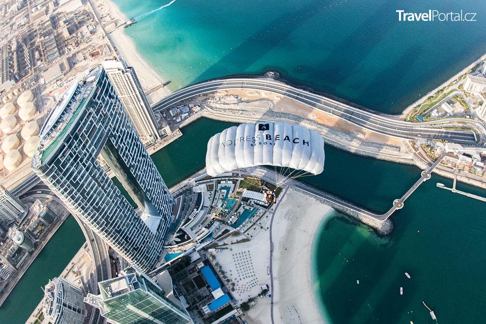 nejvýše položený nekonečný bazén na světě na střeše hotelu Address Beach Resort